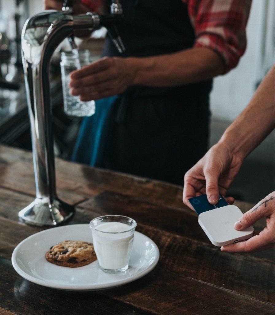 småkage betale kreditkort (Foto: Unsplash)