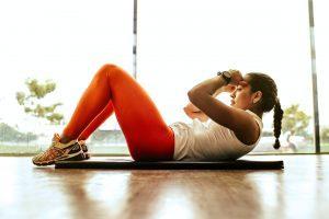 træning i form pige motion (Foto: Unsplash)