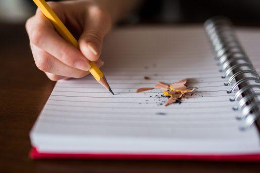 skrive blyant blok elev skole (Foto: Unsplash)