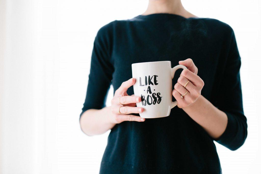 pige kvinde kaffekrus boss chef job (Foto: Unsplash)