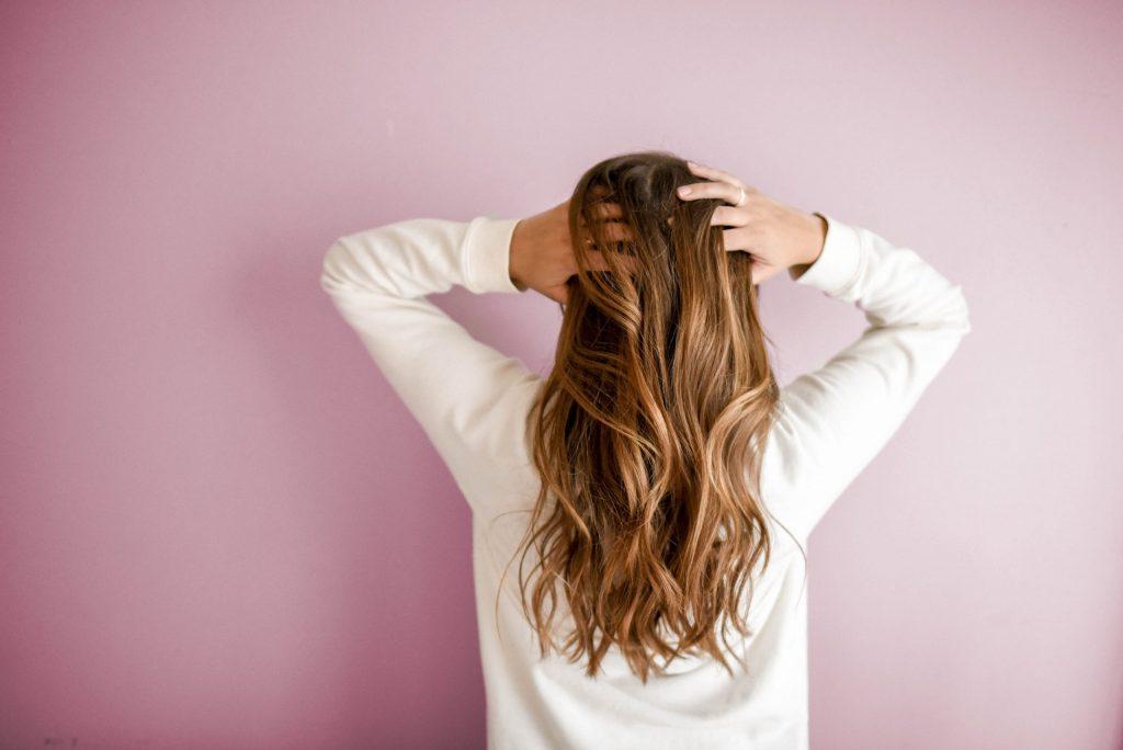 hår pige ryg hårpleje (Foto: Unsplash)