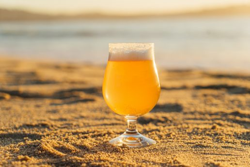 øl strand bryg (Foto: Unsplash)