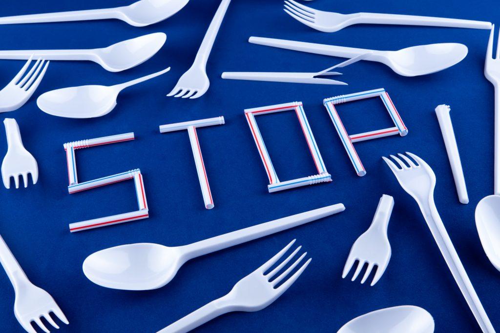 stop miljø natur plastikbestik engangsservice sugerør (Foto: Unsplash)