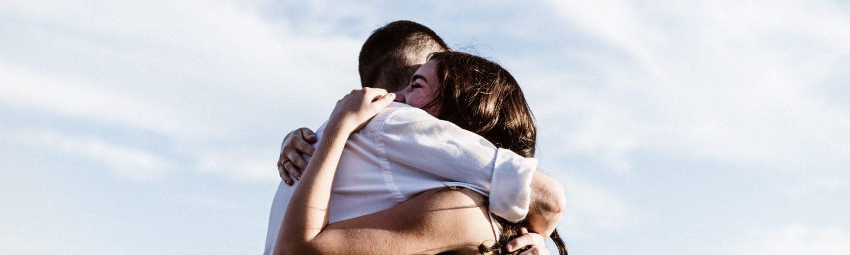 kram omfavne par