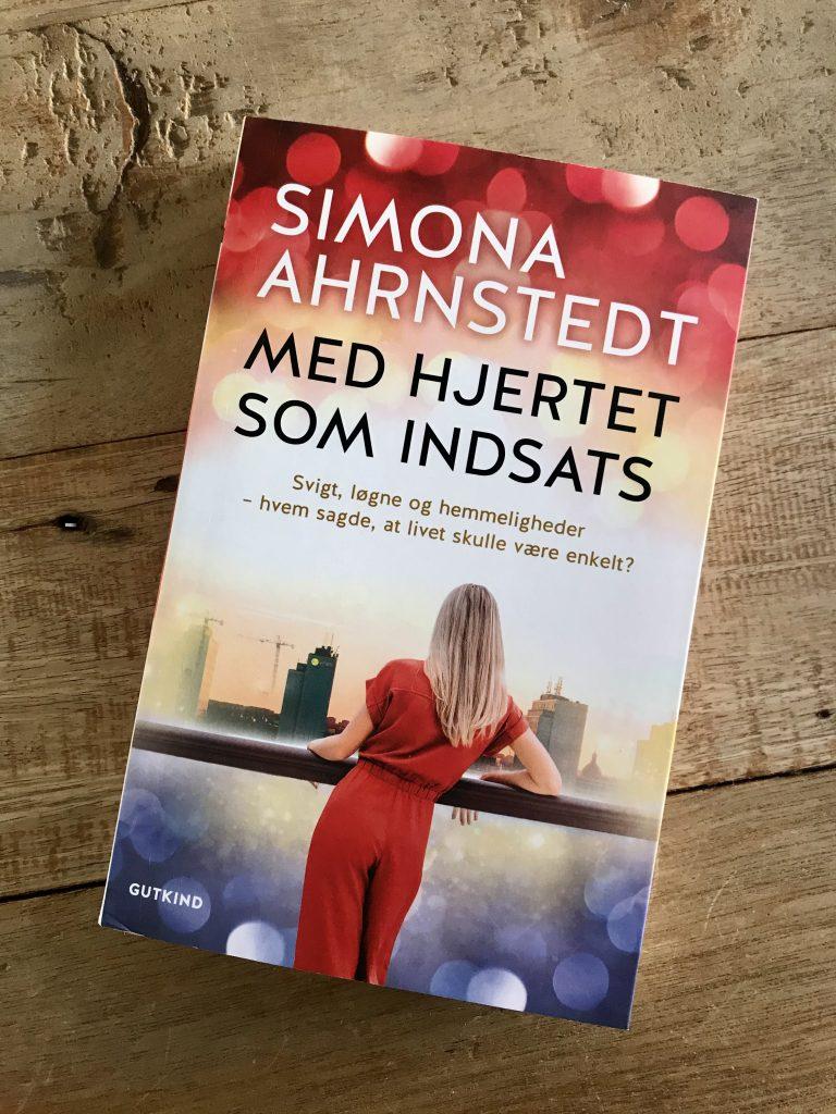 simona ahrnstedt med hjertet som indsats bog bøger