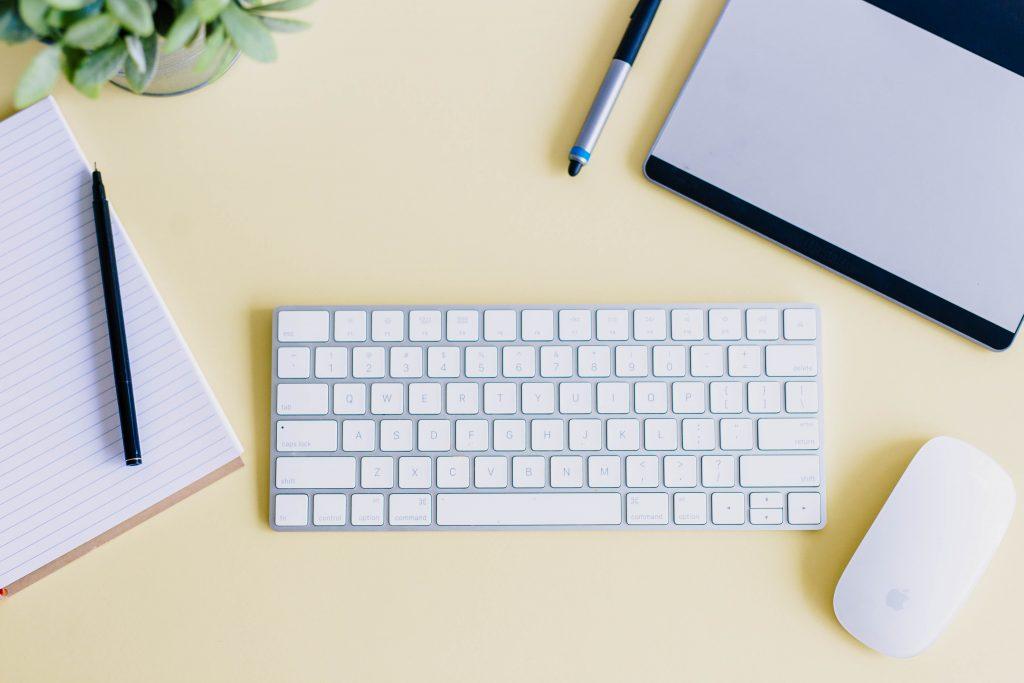 tastatur computer skrivebord