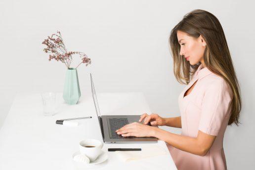 pige arbejde computer kontor