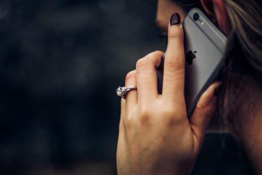 pige hånd taler iphone